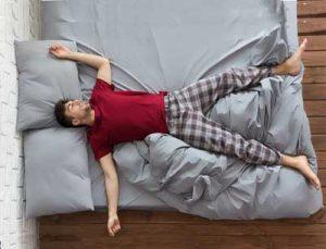posisi tidur ereksi tahan lama