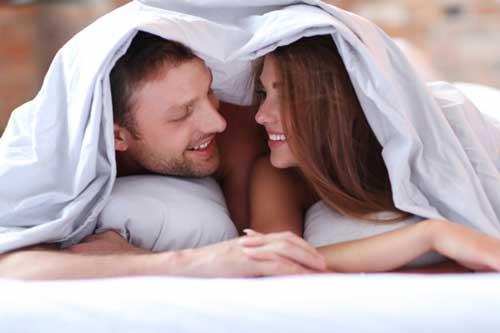 posisi seks menggunakan bantal